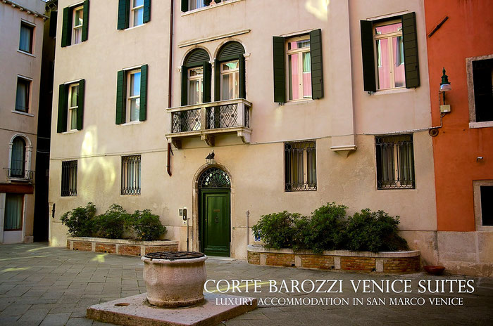Corte Barozzi in Venice: the hotel door and courtyard