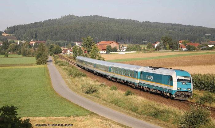 223 062 am ALEX 357 von Nürnberg nach Prag / hier in Kothmaißling am 15.8.12