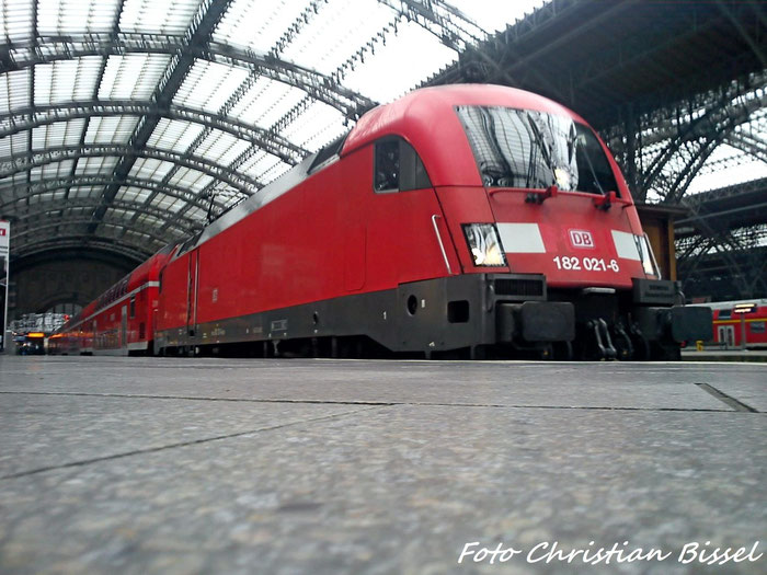 182 021 mit RE nach Dresden im Leipziger Hbf
