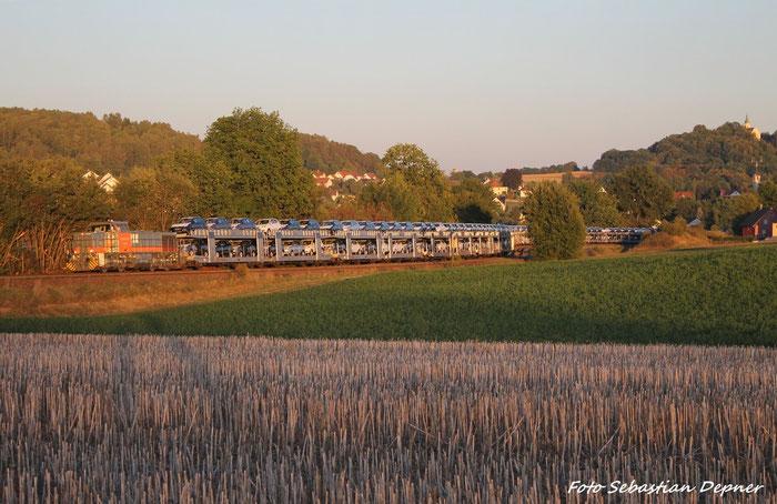 NBE (NordBayerischeEisenbahn) G 1206 kämpft sich mit einem schweren Autozug die Fränkische Alb herauf, hier kurz nach Sulzbach-Rosenberg/Oberpfalz
