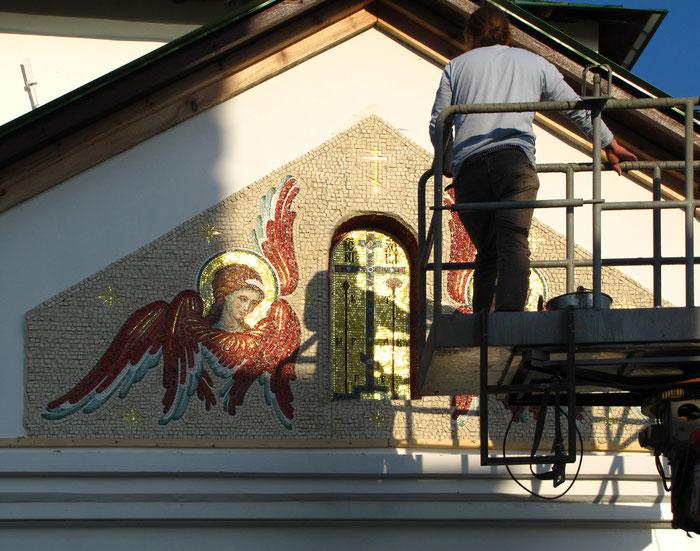 Мозаика крест-Голгофа с Херувимами, мозаичная мастерская Апостол