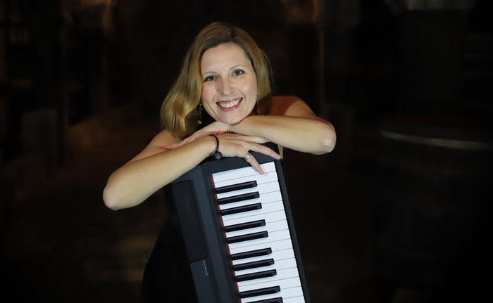 Elena Yatsula mit Keyboard
