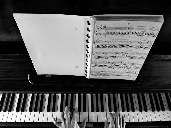 Eine Pianistin spielt Chopin, Prélude Opus 28 No IV
