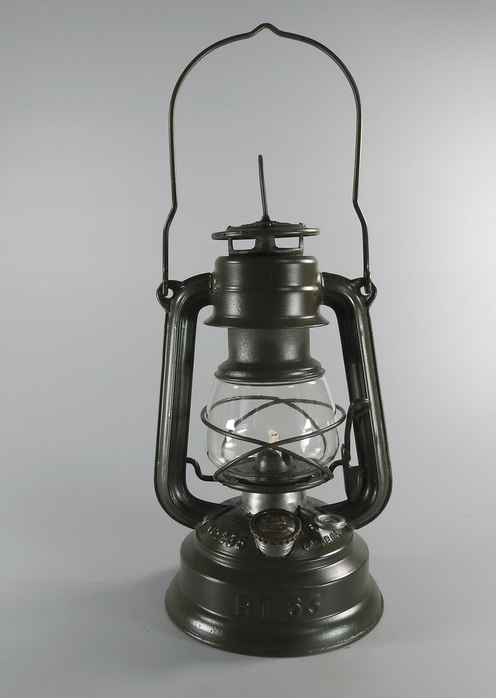 FEUERHAND Nr. 235 'MEDIUM LARGE FOUNT RT 63 WEHRMACHT LANTERN
