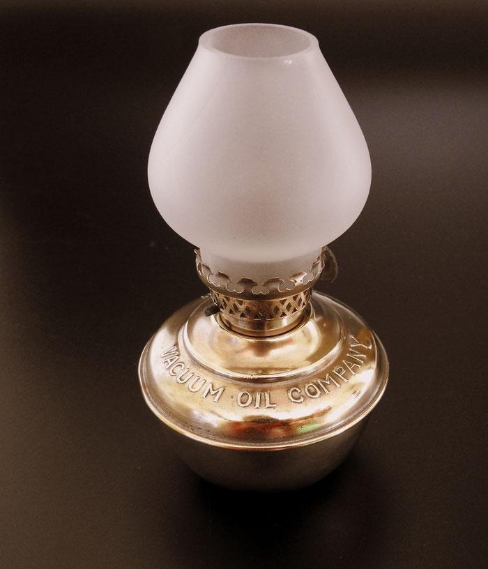 VACUUM OIL COMPANY - DEAD FLAME LAMP - HASAG