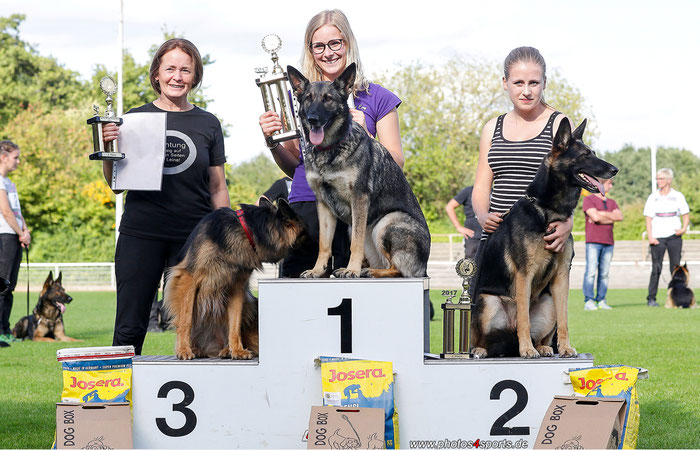 Foto: photos4sports - Platz 1: Jana Jansen mit Emy, Platz 2: Paula Korte mit Emma