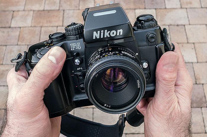 Die Nikon F4, perfektes Kameradesign. Copyright 2016 by Klaus Schoerner