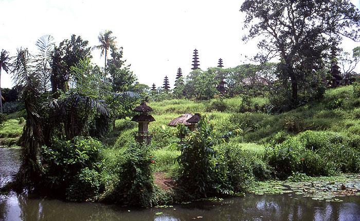 Tempelinsel, Zentralbali. Nikon F4. Foto: bonnescape 1993