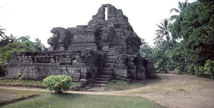 Ruine des Tempels Candi Jago, 13. Jhdt, Ostjava. Nikon F4. Foto: bonnescape 1993