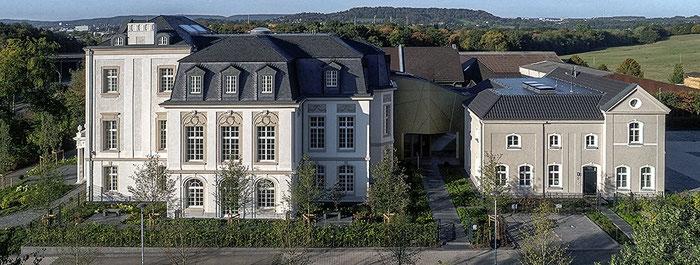 Architekturfotografie Kaisersruh (ehem. Lost-Place Herrenhaus bei Aachen): Luftaufnahme per Drohne DJI Phantom 4 Pro Plus, Foto: Dr. Klaus Schörner, Bauherr: Franko Neumetzler, Architekt: Studio Makarowski, Copyright 2018