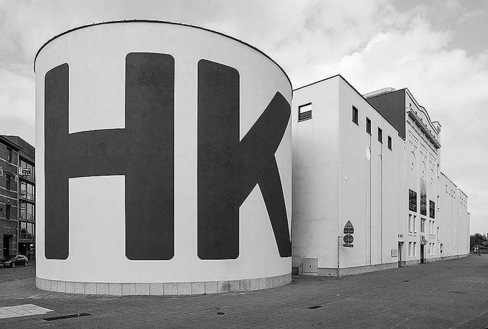 """MHK, """"Museum van Hedendaagse Kunst"""", Antwerpen. PC-E Nikkor 24 mm, 1:3,5 D ED, NIKON D4, ISO 200, 1/125 Sek., Blende 16. Foto: Dr. Klaus Schoerner"""