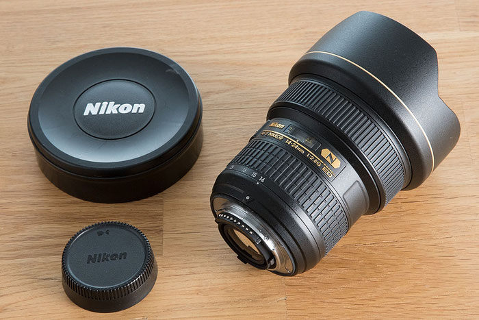 NIKON AF-S 14-24 mm f/2,8 G ED, liegend mit Deckeln, Foto: bonnescape.de