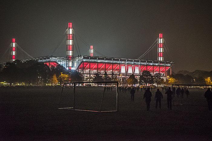 Vor dem Pokalspiel. Nachtaufnahme mit der Sony Alpha 7s, Foto Klaus Schoerner