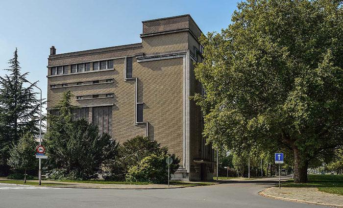 Art Déco Gebäude, Westufer, Antwerpen. Distagon T* 2/35 mm ZF, NIKON D4, ISO 200, 1/80 Sek., Blende 11 . Foto: Dr. Klaus Schoerner