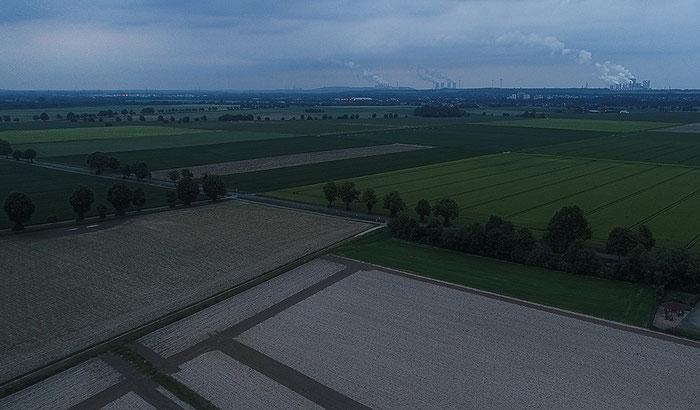 Felder in der Abenddämmerung, Luftaufnahme mit Drohne DJI Phantom 4 Pro Plus, Foto: bonnescape