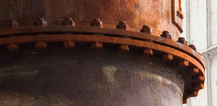 Praxistest NIKON D850, AF-S 24-120 mm 1: 4, Landschaftspark Duisburg, rostige Rohre, Detail geschärft. Foto: bonnescape