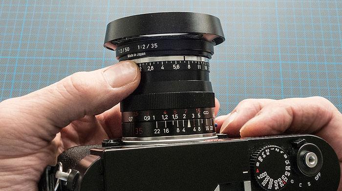 Praxistest: Das Zeiss Biogon ZM 2,0/35 mm beim Handling mit Gegenlichtblende, Foto: Klaus Schörner