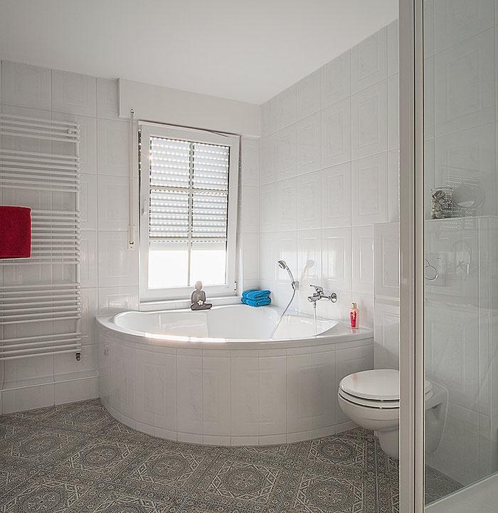 Praxistest Rauschen: Warum ich bei meinen Fotos keinen Rauschfilter brauche. Architekturfoto Badezimmer. Foto: bonnescape