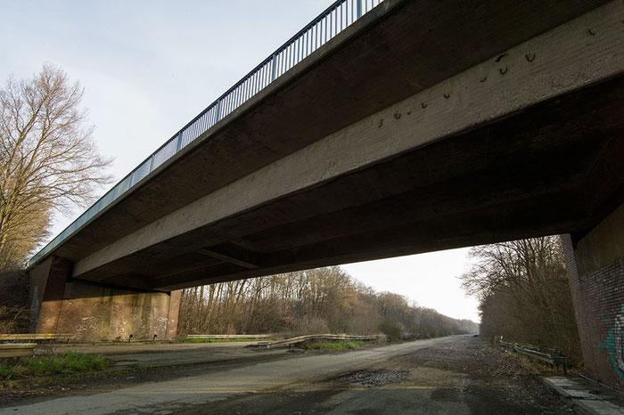 Praxistest: Lost Place, abandoned Place, verlassene Autobahn. VOIGTLÄNDER 3,5/21mm SKOPAR Asphärisch VM auf LEICA M9, www.bonnescape.de