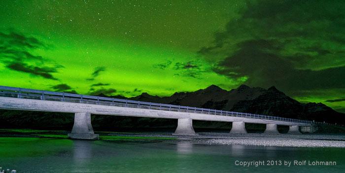 Rolf Lohmann Bildarchiv Island: Brücke der Nationalstraße 1 zwischen Jökulsárlón und Bjarnanes, Nordlicht, Aurora, Polarlicht. bonnescape.de