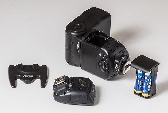 Im Test: NISSIN Blitzgerät Di700A und Funksender Air 1 Commander sowie Blitzfuß und Batterieeinsatz. Foto: bonnescape.de