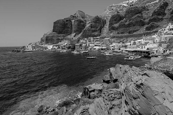 Fischerhafen in der Bucht von Ammoudi auf Santorin, Foto: Klaus Schoerner
