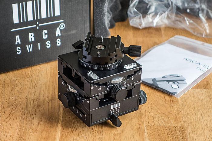 Der STATIVKOPF C1 Cube von ARCA-SWISS unpacked. Die schlichte Verpackung täuscht nicht über die Qualität des GETRIEBENEIGERS hinweg. Foto: Klaus Schoerner