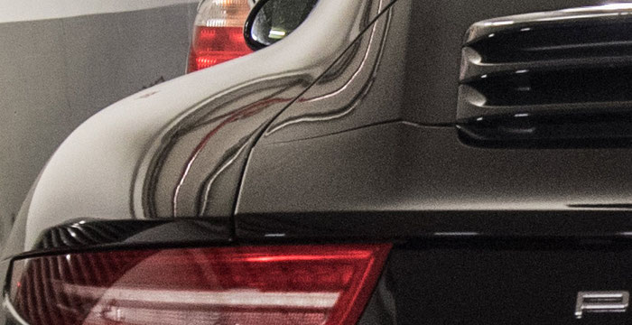 Crop Bildmitte, Porsche 911 belegt 2 Parkplätze, NIKON D750 und PC-E-Nikkor 24 mm 3,5. Foto: bonnescape