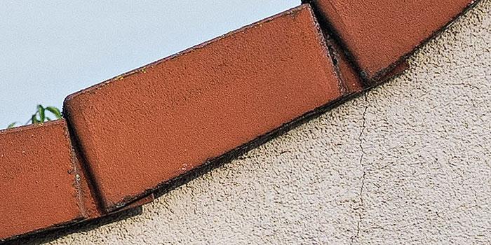 Crop 100%: Hausfassade, NIKON Z7 mit LEICA Summicron M 50 mm 1: 2,0 bei Blende 8, aus der Hand bei 1/320 Sek., ISO 100, Foto: bonnescape.de