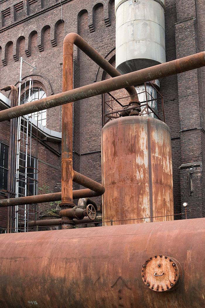 Praxistest NIKON D850, AF-S 24-120 mm 1: 4, Landschaftspark Duisburg, rostige Tanks. Foto: bonnescape
