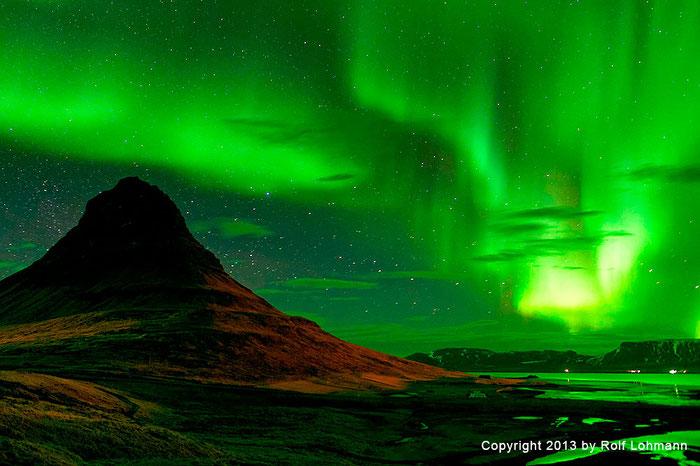 Rolf Lohmann Bildarchiv Island: Polarlicht bei Grundarfjarðarbær, Berg Kirjufell, Nordlicht, Aurora. bonnescape.de