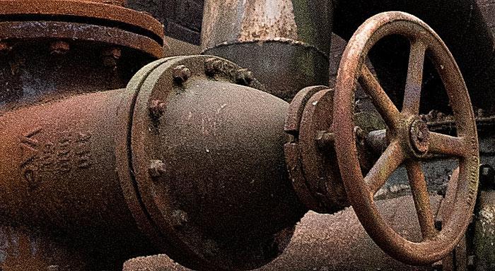 Praxistest NIKON D850, AF-S 24-120 mm 1: 4, Landschaftspark Duisburg, rostige Tanks, Detail geschärft. Foto: bonnescape