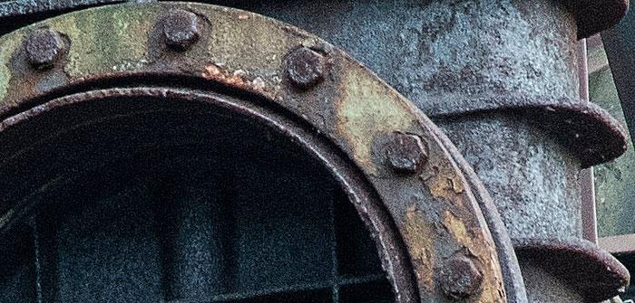 Praxistest NIKON D850, AF-S 24-120 mm 1: 4, Wellblechwand Detail geschärft, Landschaftspark Duisburg. Foto: bonnescape