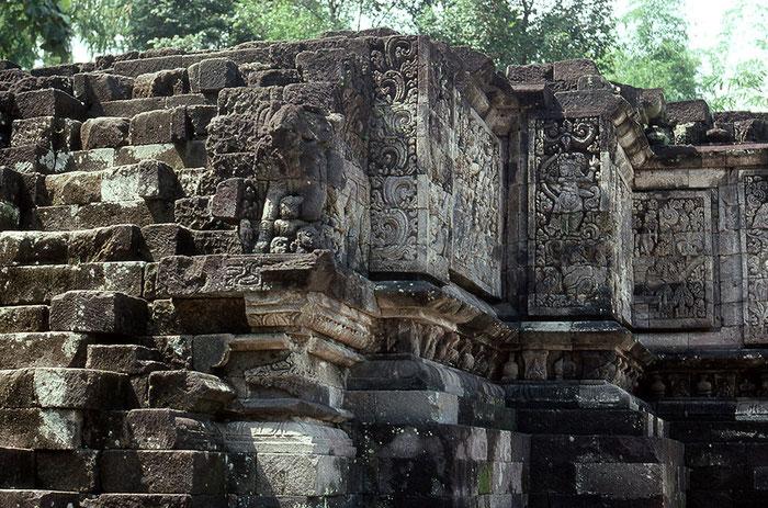 Blick auf den Hindutempel Candi Surawana, 14. Jhdt, Ostjava. Nikon F4. Foto: bonnescape 1993