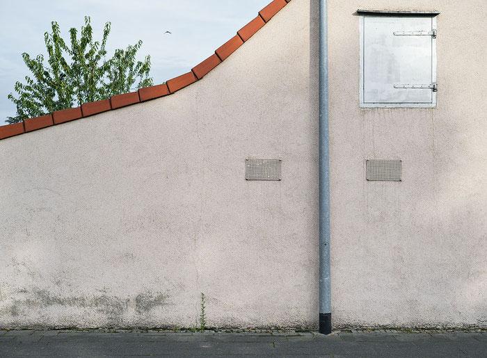 Hausfassade, Praxistest NIKON Z7 mit LEICA Summicron M 50 mm 1: 2,0 bei Blende 8, aus der Hand bei 1/320 Sek., ISO 100, Foto: bonnescape.de