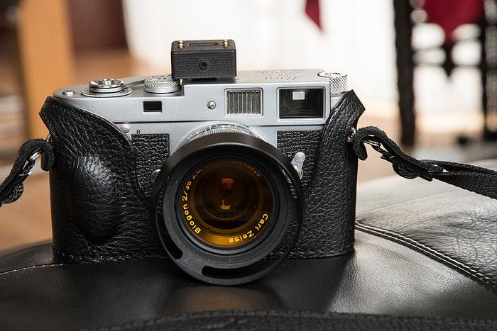 Aufsteck-Belichtungsmesser V102 im Test mit einer Leica M2. Foto: bonnescape