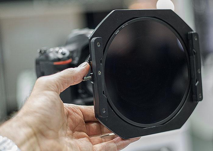 Photokina-Neuheit: Verbesserter Filterhalter mit Zahnradbedienung von Nisi für 150mm series Polfilter und Verlaufsfilter, Foto: bonnescape