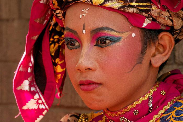 Portrait einer Tänzerin auf Bali. Kamera SONY Alpha 99. Copyright 2013 by Rolf Lohmann / www.bonnescape.de