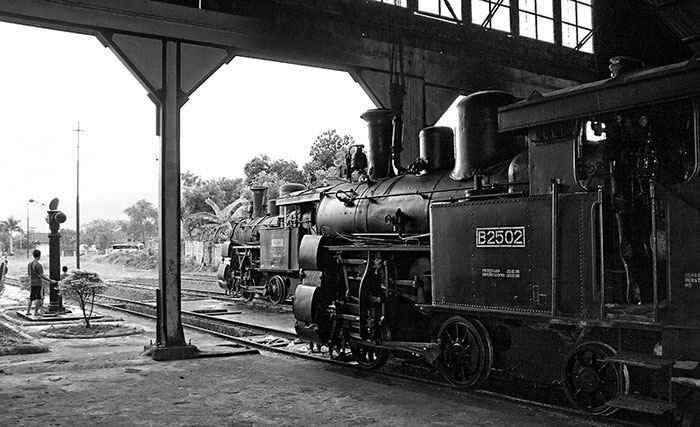 Remise für die verbliebenen Loks der Ambarawa-Bahn. Foto: Dr. Klaus Schoerner