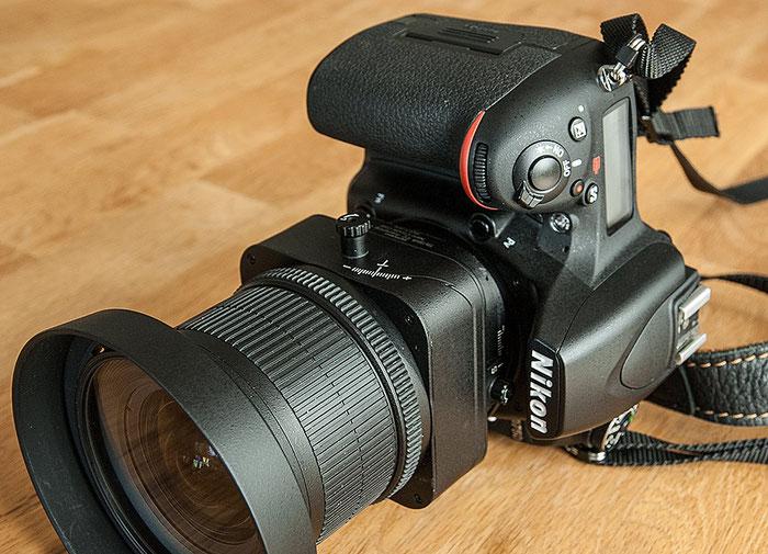 Praxis-Test: Mit der NIKON D750 im (standardmäßigen) Hochformat zeigen die Skalen des 3,5/24 mm PC-E Nikkor nach unten. Foto: bonnescape