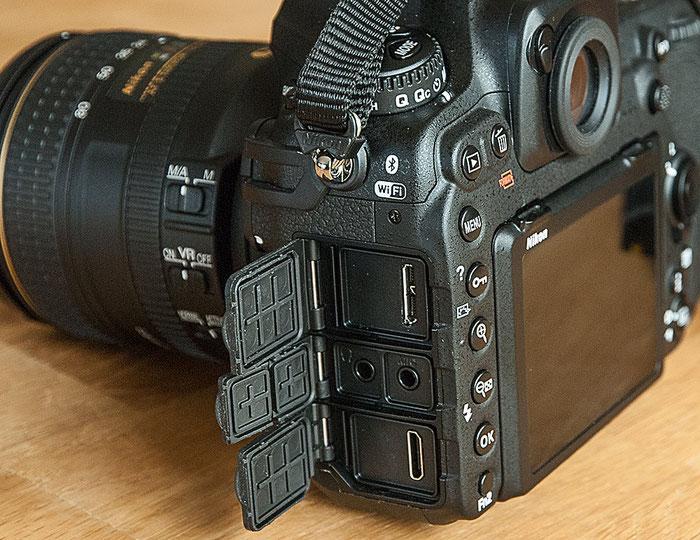 Praxistest NIKON D500: USB-Port, HDMI-Schnittstelle, Kopfhörer- und Mikrofon-Anschluss, Foto: bonnescape