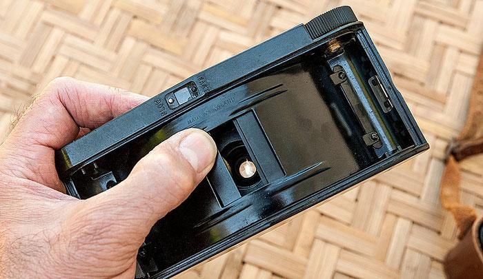 PURMA SPECIAL, Blick ins Innere: Metallschlitzverschluss mit breitem Spalt für Betriebsart SLOW, Hinterlinsenverschluss offen. Foto: bonnescape