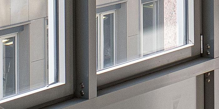 100% Crop, Treppenhaus, NIKON Z7 mit ZEISS Biogon ZM 21 mm 1: 2,8 bei Blende 8, aus der Hand bei 1/80 Sek., ISO 100