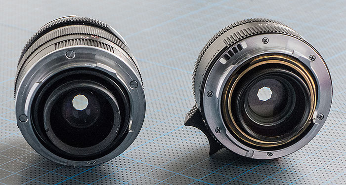 Praxisvergleich Bajonettansicht: Rechts das Leica Summicron-M 2,0/35 mm Aspherical, links daneben das Zeiss Biogon ZM 2,0/35 mm, Weitwinkel-Objektive für LEICA M, Foto: Klaus Schörner