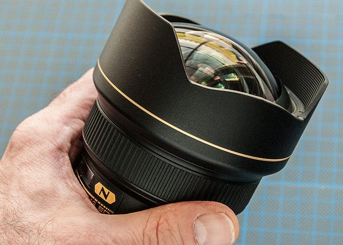 Hervorstehende Frontlinse des AF-S NIKKOR 14–24 mm 1:2,8G ED. Foto: bonnescape