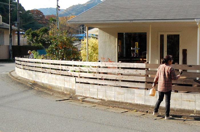 外溝フェンスの塗装