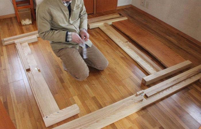 桜の一枚板ヘッドボードのセミダブルベッド(川崎市・S様邸)組み立て1