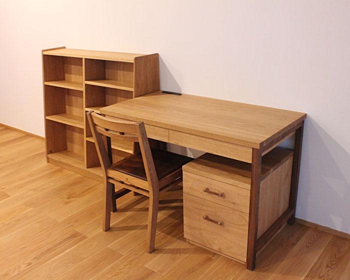 特注の学習机と本棚(川崎市・K様邸)