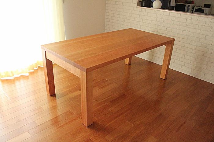 アメリカンチェリーのシンプルダイニングテーブル(S様邸)