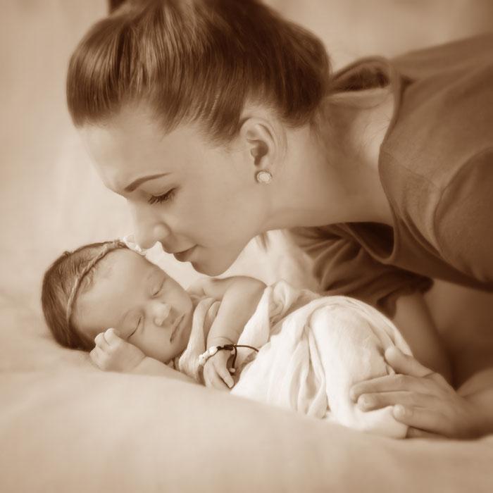 bebybelly, schwanger, baby, neugeborene, 9 Monate, Emotion, Freude, willkommen, herzlich, verliebt, Lebensfreude, Faszination, Erinnerungen, zu Hause, Studio, outdoor, Freilichtr